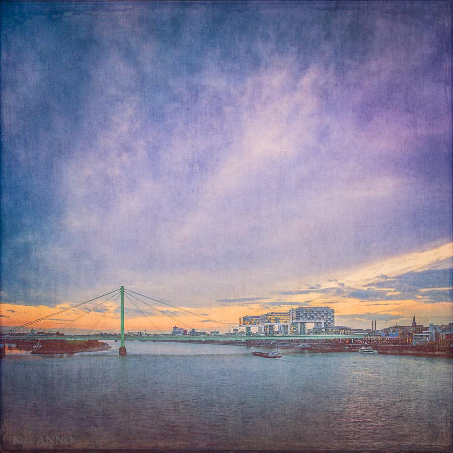 Blaue Stunde mit Severinsbrücke und Kranhäusern