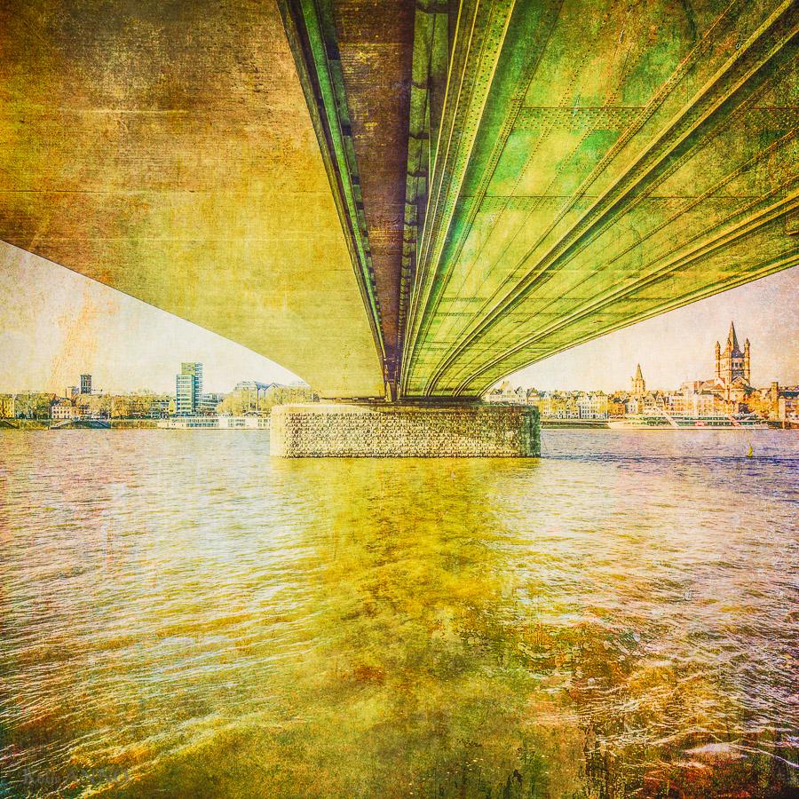 Deutzer Brücke von unten