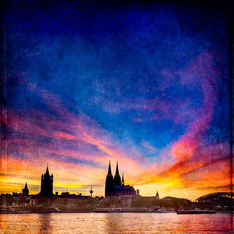 Shilouette von Köln. Rathaus, Groß St. Martin und der Dom. Nacht, Himmel