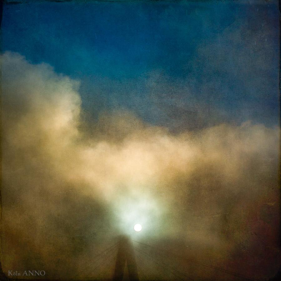 Severinsbrücke im Nebel mit Sonne, Sonne, Brücke
